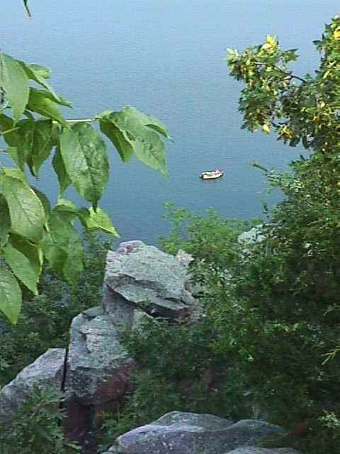 wi_devil lake mt down to boat.jpg (36194 bytes)