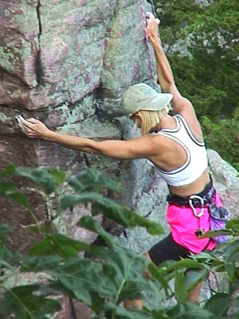 wi_devil lake woman rock climber1.jpg (40108 bytes)
